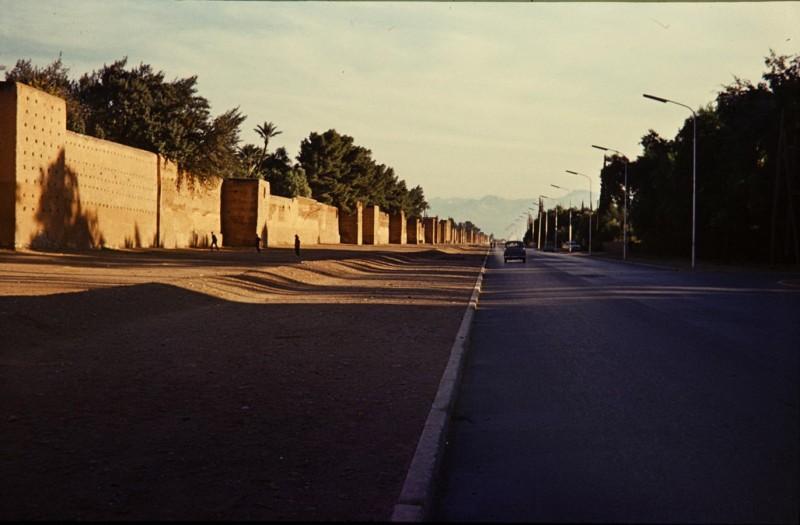 stadtmauer marrakesch, marokko 1968