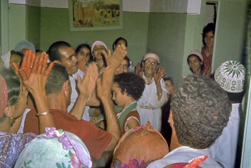 hochzeit ahmed + fatna, das brautpaar kommt, casablanca, marokko 1968