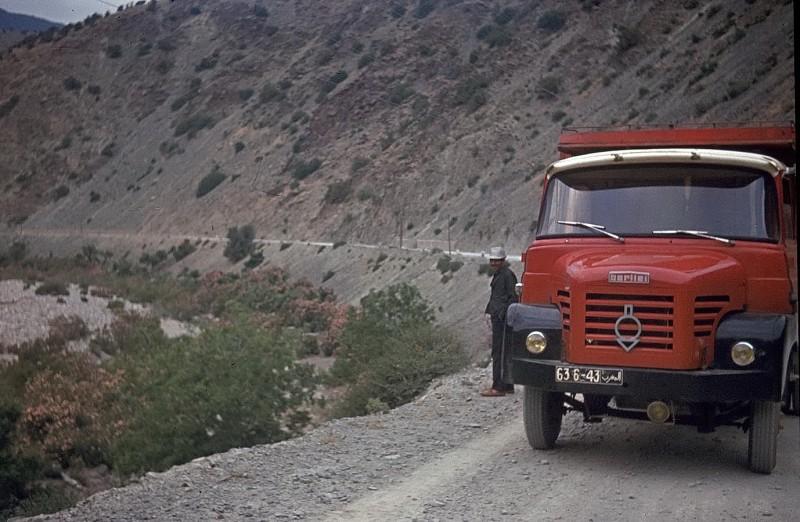 von casablanca per anhalter nach tan tan (ca 800km), mit einem melonenhändler im hohen atlas, 1969