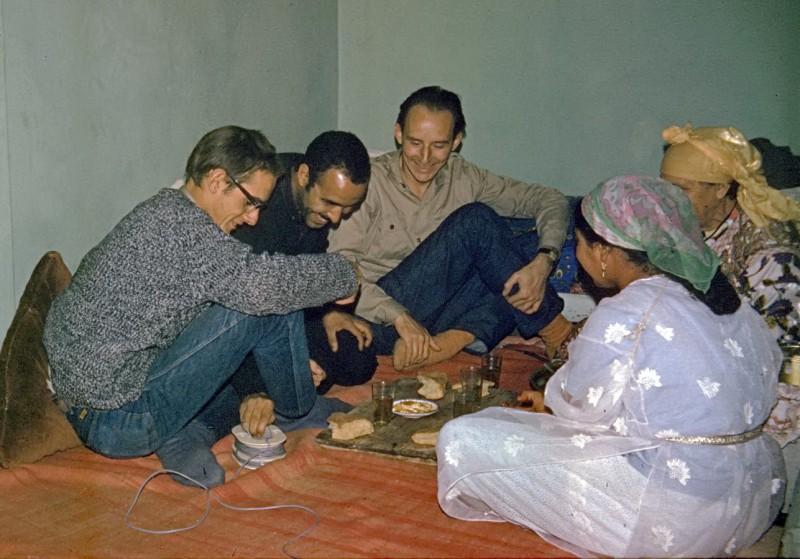 ahmed spielt mit dem fernauslöser, casablanca 1969