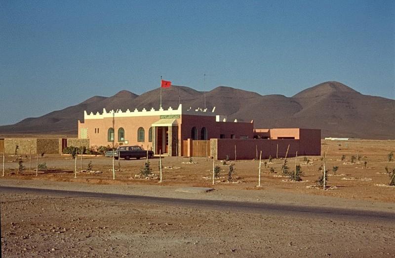 von casablanca per anhalter nach tan tan (ca 800km), polizeistation goulimine, 1969