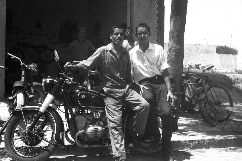 mohammed vor seiner werkstatt, casablanca, marokko 1969