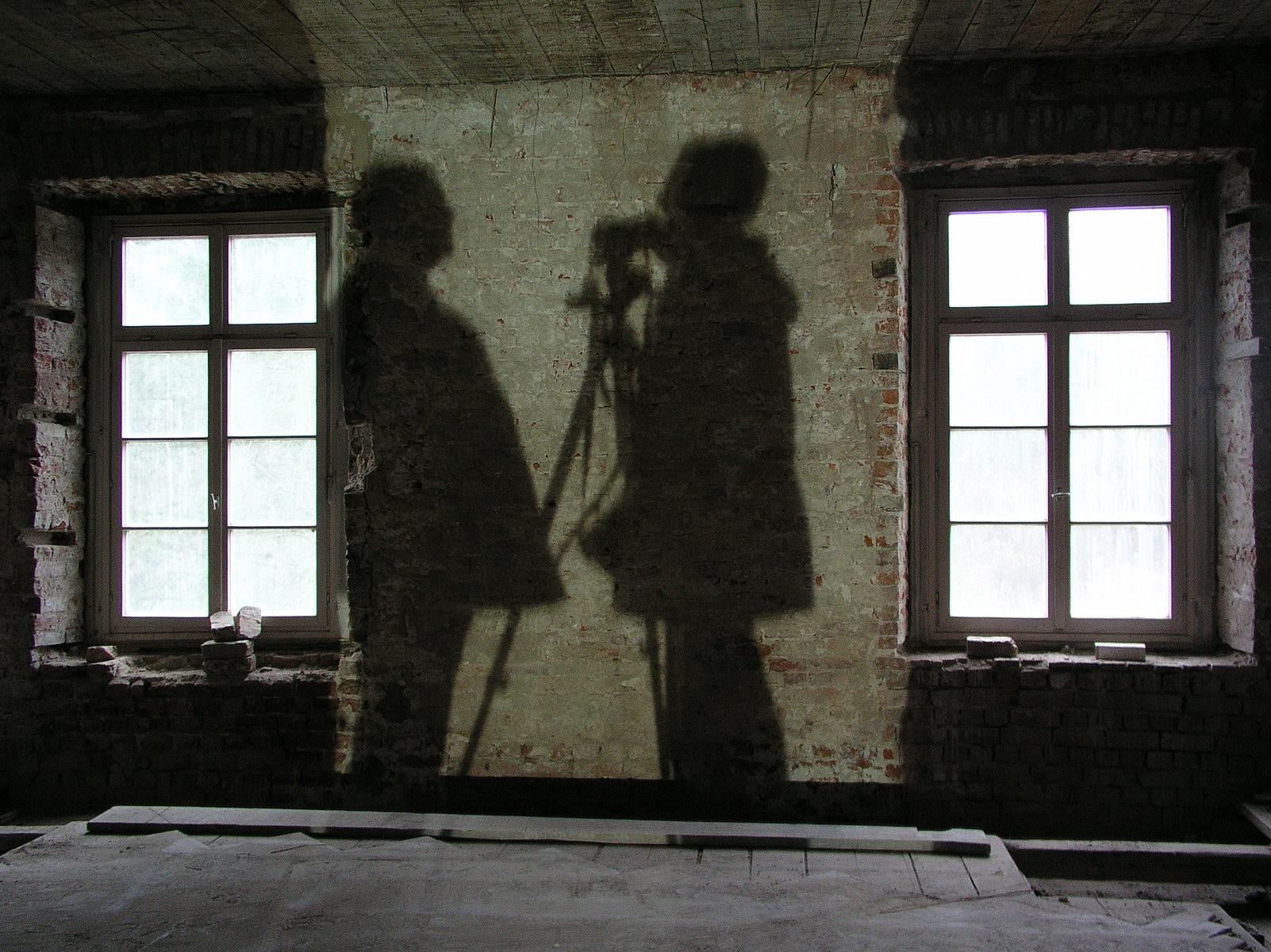 nütschau, herrenhaus, baustelle innen, EG, schatten bauforscher h.k.l.schulze und fotograf, 2003